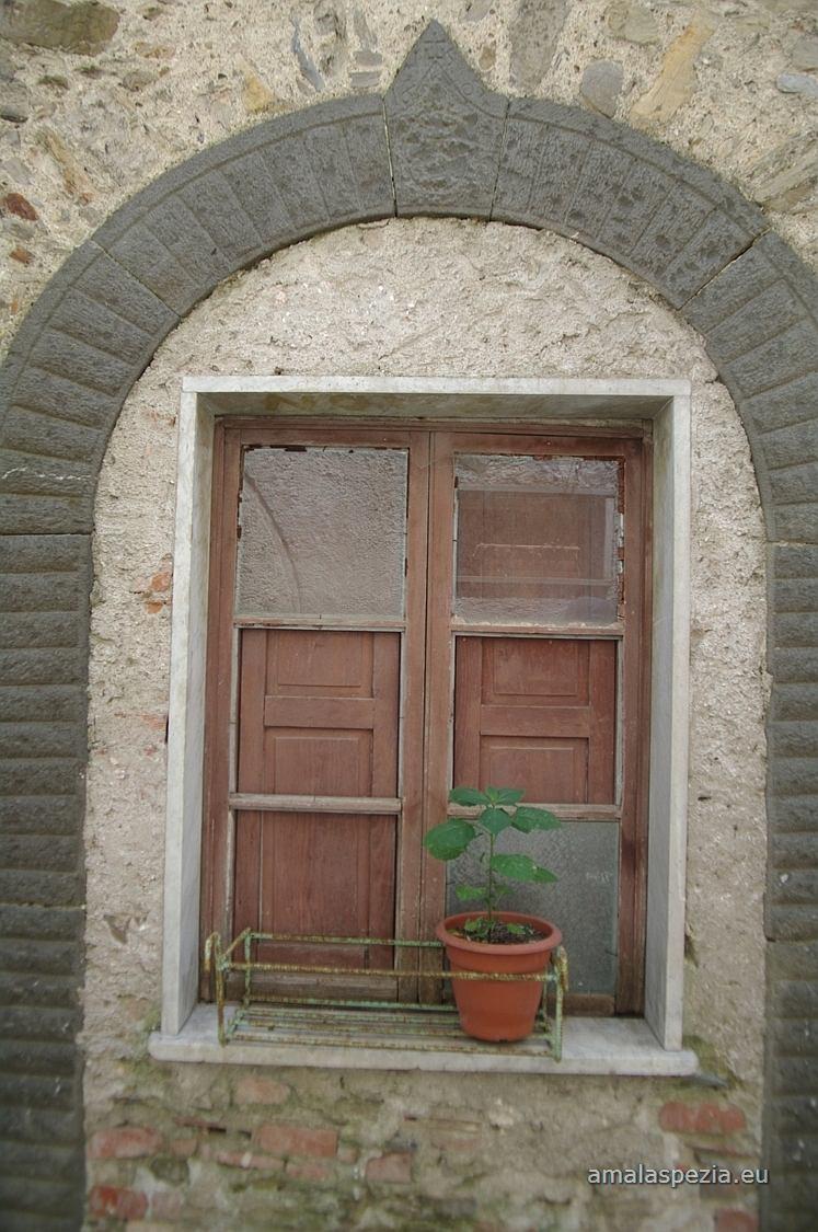 Foto di pulica fosdinovo - La finestra rotta ...