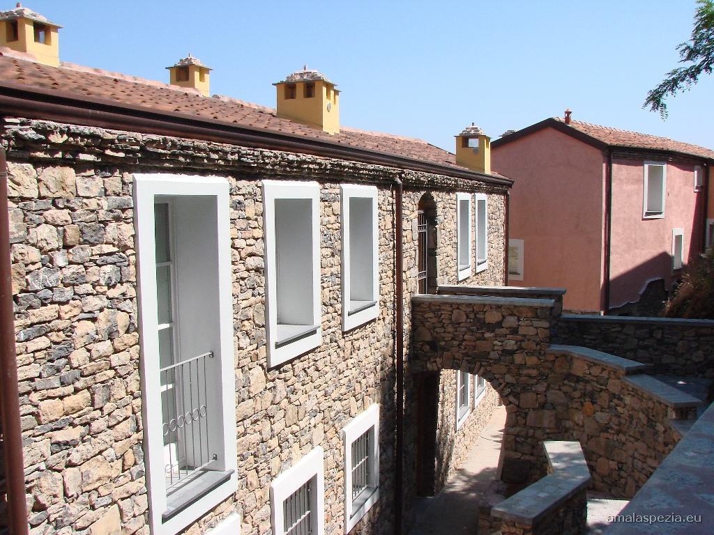 Fotografie del borgo di corvara beverino for Case ristrutturate