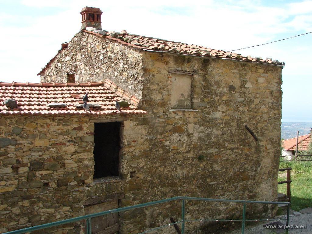 Foto di vallecchia castelnuovo magra for Magra ai piani di casa